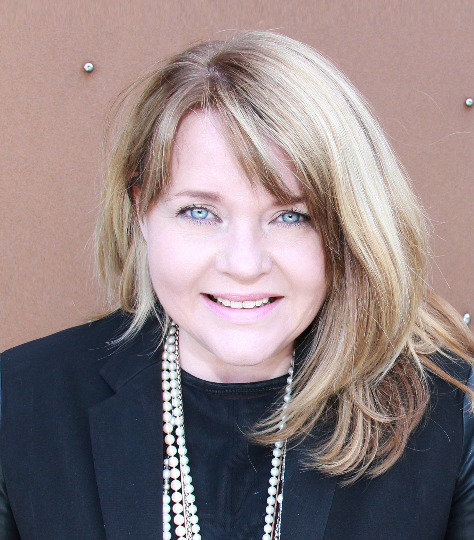 Runa Magnus, the Inspirational Personal Branding Speaker and Strategist, author of the book BRANDING YOUR X-FACTOR - RunaMagnus.com